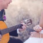 Оригинальный подарок на свадьбу - это песня